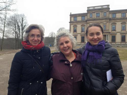 Christina met Janet en Jeanne in het midden.